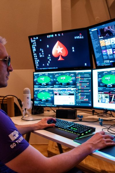 Why People Should Try Playing In Online Poker Sites