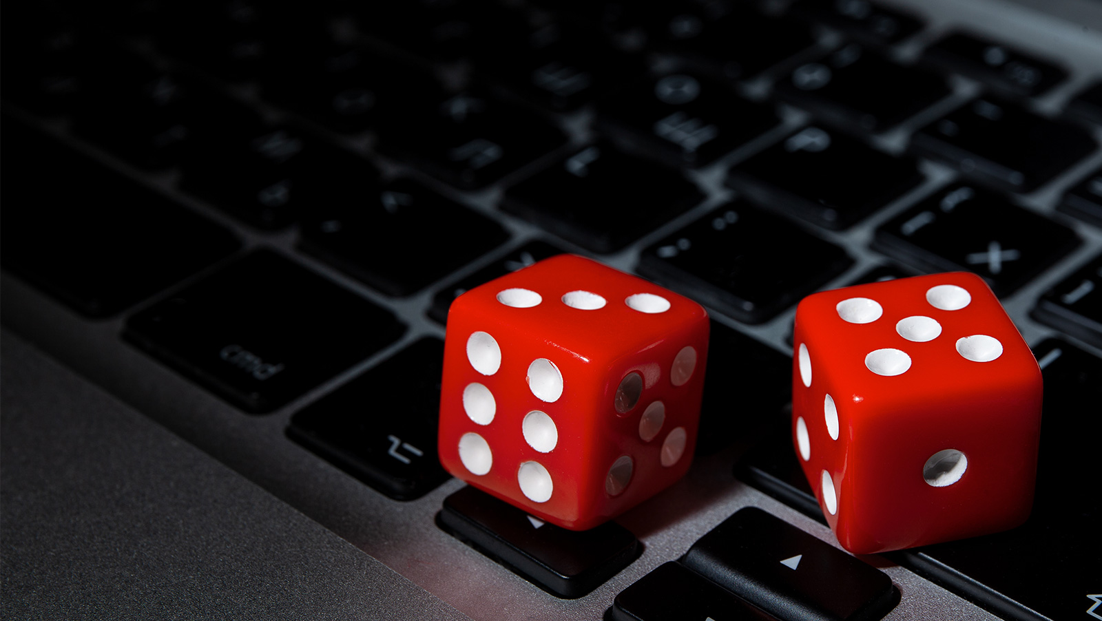 What are the tips to win online poker games?