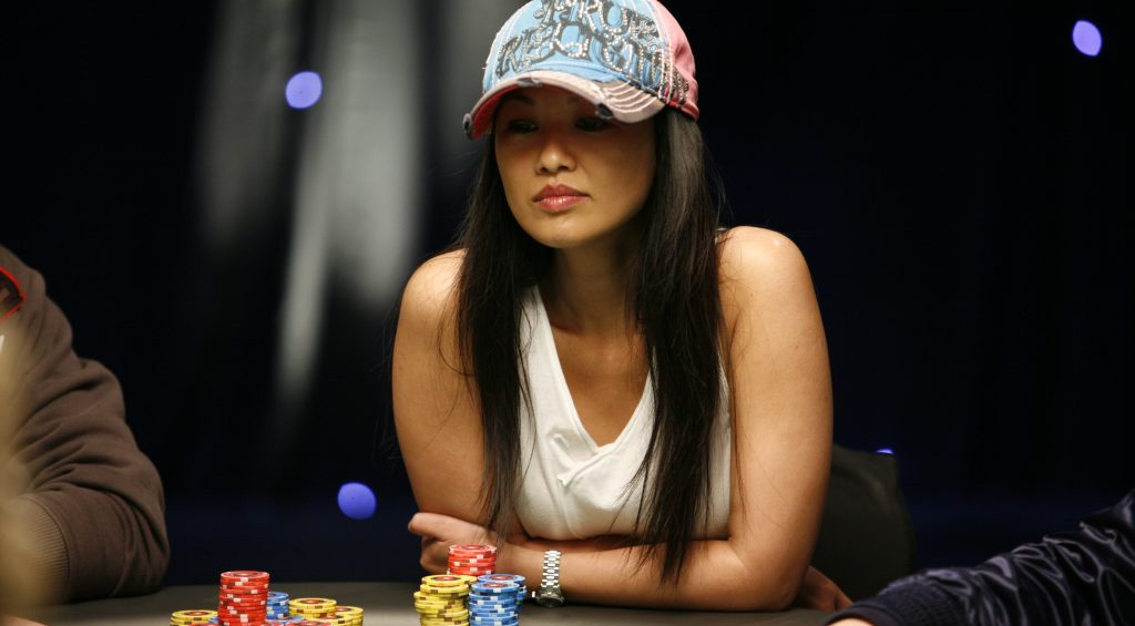 Advantages of playing baccarat game through the internet