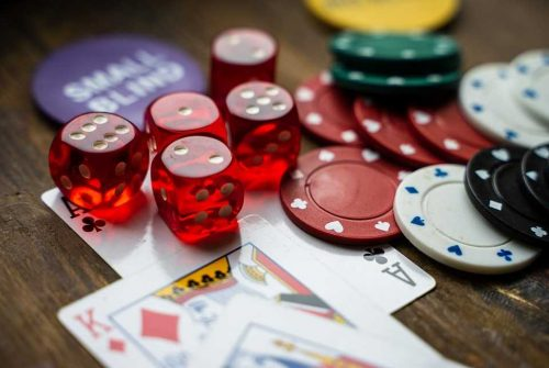 Factors to consider while choosing an online casino to play