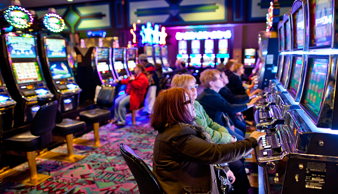 Online casino attracting people with different variety of games